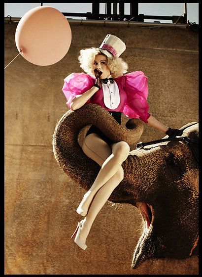 BOOK-CIRCUS-ELEPHANT-LOUISA-RGB-10X15-DUUUBBcopy1.jpg